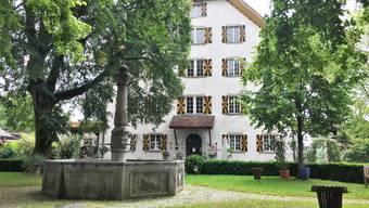 Schloss Böttstein mit Innenhof: Hier feiern regelmässig Hochzeitsgesellschaften.