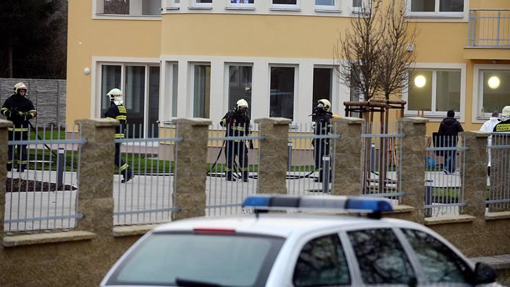 Polizisten und Feuerwehrleute vor Ort