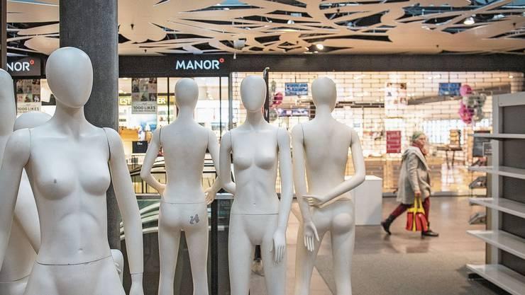 Das Manor-Warenhaus in St. Gallen am ersten Tag des schweizweiten Lock-Downs wegen dem Coronavirus.
