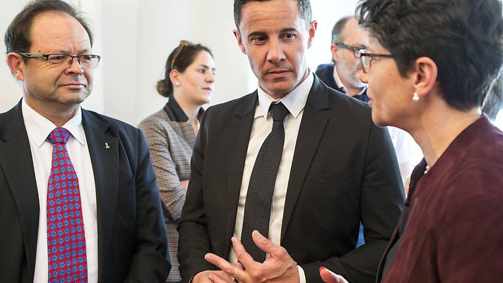 Lange Gesichter bei Finanzdirektorin Maya Büchi-Kaiser und ihren Obwaldner Regierungskollegen nach dem Nein zum Sanierungspaket für den Finanzhaushalt an der Urne.