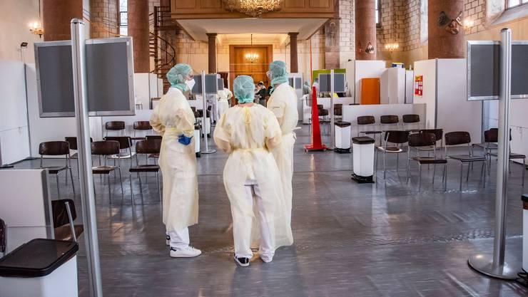 Das Basler Testzentrum befindet sich gleich neben dem Universitätsspital in der Predigerkirche.
