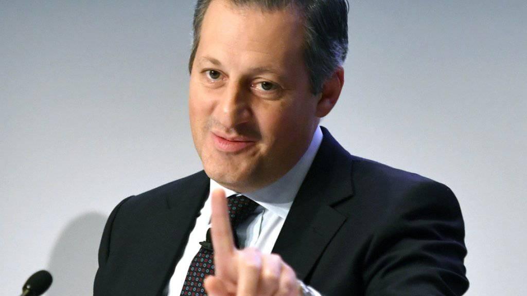 Boris Collardi kommt 2016 auf ein Gesamtsalär von 6,5 Millionen Franken. Das ist über 300'00 Franken mehr als im Vorjahr. (Archiv)