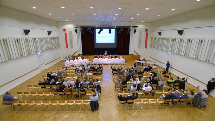 Die Teilnehmerzahl der Bremgarter Einwohnergemeindeversammlung war mit 86 recht übersichtlich. Christian Breitschmid