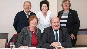 Zufriedene Gesichter bei Barbara Wyss, Sandra Kolly, Peter Hodel und Susanne Koch mit ihrem Gast Gérald Donzé (links) am Sonntag- nachmittag im «Roten Turm».