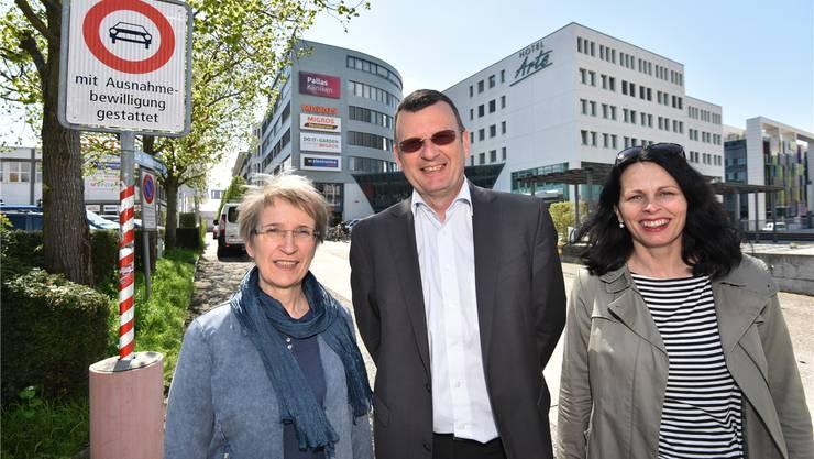 Sie fordern von der Stadt eine gesamtheitliche Verkehrsplanung rund um den neuen Sälipark 2020 (v.l.): Käthi Vögeli, Hansruedi Kaeser und Luzia Stocker. Bruno Kissling