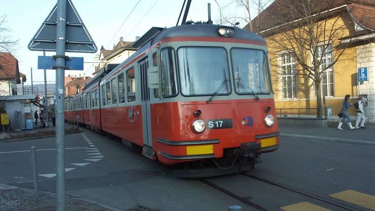 Am 31. März 2011 findet die letzte Arbeitsfahrt des charakteristischen orange-weissen Triebwagens statt.  ske
