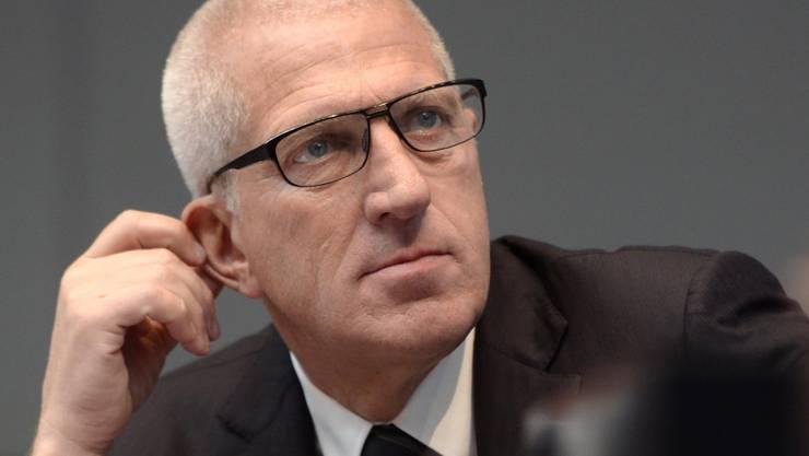 Der ehemalige Raiffeisen-Chef und aktuelle Leonteq-Verwaltungsratspräsident Pierin Vincenz verzichtet nach dem Gewinneinbruch im Geschäftsjahr 2016 auf einen Teil seiner Vergütungen. (Archiv)
