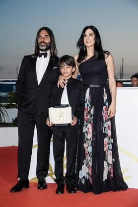 Erfolg in Cannes: Regisseurin Nadine Labaki, ihr Lebenspartner und Filmkomponist Khaled Mouzanar und Hauptdarsteller Zain Al Rafeea mit dem Jurypreis.