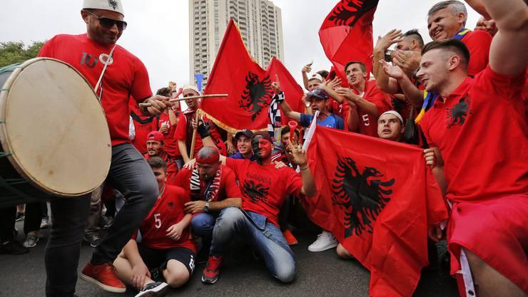 Innert kürzester Zeit versammelten sich rund 400 albanische Fans auf dem Helvetiaplatz. (Symbolbild)