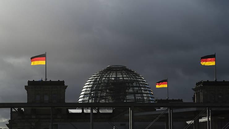Bei den Deutschen ist laut einer regelmässigen Umfrage die Beliebtheit der SPD leicht gestiegen. (Archivbild Reichstag Berlin)