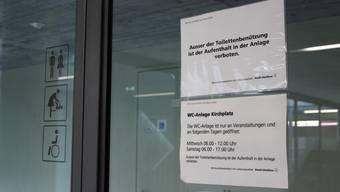 Die Toilette im Parkhaus Kirchplatz wird nach Vandalenakten nur noch zeitweise geöffnet.