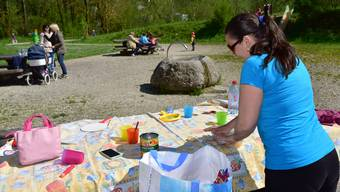 Spiel- und Grillplatz beim Schwellisteg in Niedergösgen: Nicht alle räumen ihr Picknick so gewissenhaft zusammen wie diese Besucherin hier.