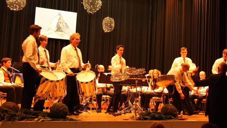 Die Musikgesellschaft Zufikon glänzte trotz knapper Besetzung mit ihren Bläsern und Tambouren. th