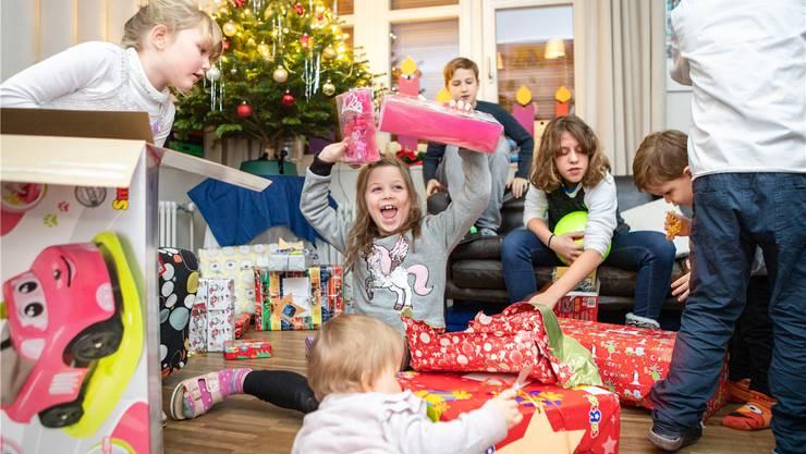 Grosse Bescherung: Nach den Bühnenauftritten feiern die Kinder im familiären Rahmen auf den Wohngruppen das Weihnachtsfest.
