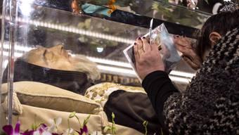 In Italien verehren Millionen den 1968 verstorbenen Padre Pio.