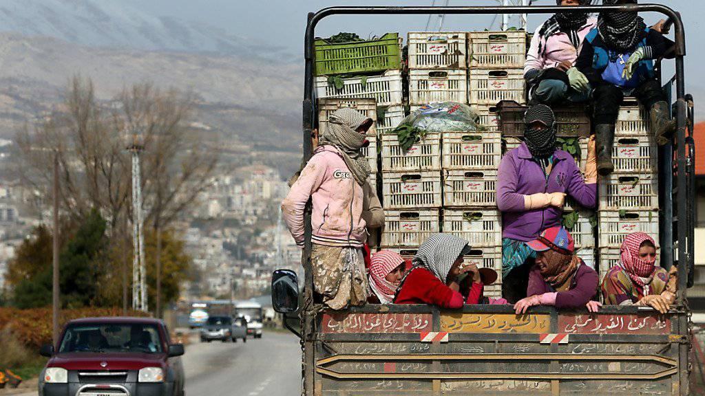 Auf ihrer Flucht aus Syrien und Irak erleben Frauen laut einem Amnesty-Bericht immer wieder Gewalt und Ausbeutung. (Archivbild)