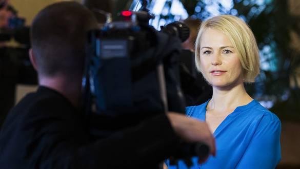 Natalie Rickli gibt dem Schweizer Fernsehen nach der No-Billag-Debatte im Nationalrat im letzten September Auskunft. Seither war sie im Abstimmungskampf nicht mehr zu hören.