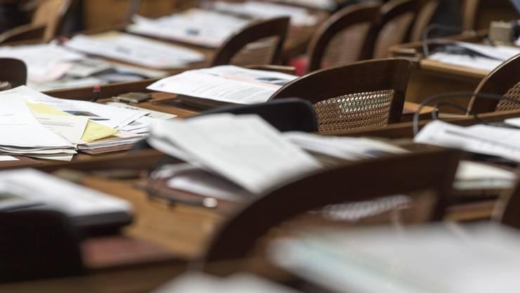 Der Download und Ausdruck der Sitzungsunterlagen war den Parlamentariern zu mühsam – jetzt kommen sie wieder per Post. (Symbolbild)