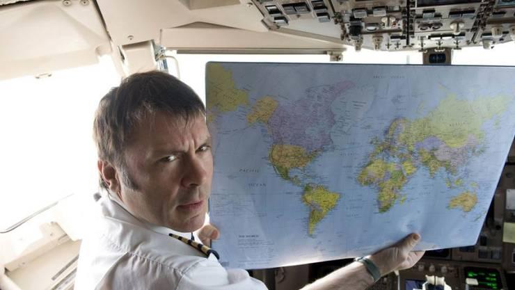 Bruce Dickinson, Sänger der Heavy-Metal-Band Iron Maiden, fliegt seine Crew in einer riesigen Boeing 747 selbst durch die Welt. (Archiv)