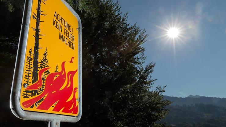 Die strahlende Sonne hat auch ihre Schattenseite: In vielen Kantonen gilt ein Feuerverbot.