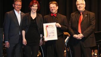 Preisübergabe (von links): Stephan Berger, Jennifer Tauder, Andreas Kamber und Peter von Burg.