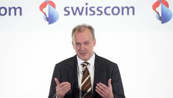 Swisscom-Chef Urs Schaeppi hat genug von der Erfolgslosigkeit von seiner Bezahl-App: Die Swisscom stellt die Bezahl-App Tapit nächstes Jahr ein. (Archivbild)