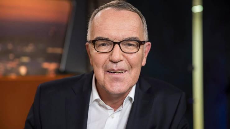 Markus Gilli, Moderator Tele Züri, im Studio Tele Züri, 2017.