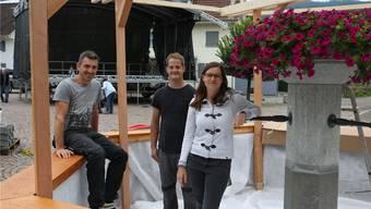 Freuen sich auf das dreitägige Dorffest: OK-Präsident Jürg Stäuble (links), Bau-Chef Tobias Herzog und Anna Treier, Präsidentin der MG Wölflinswil-Oberhof.
