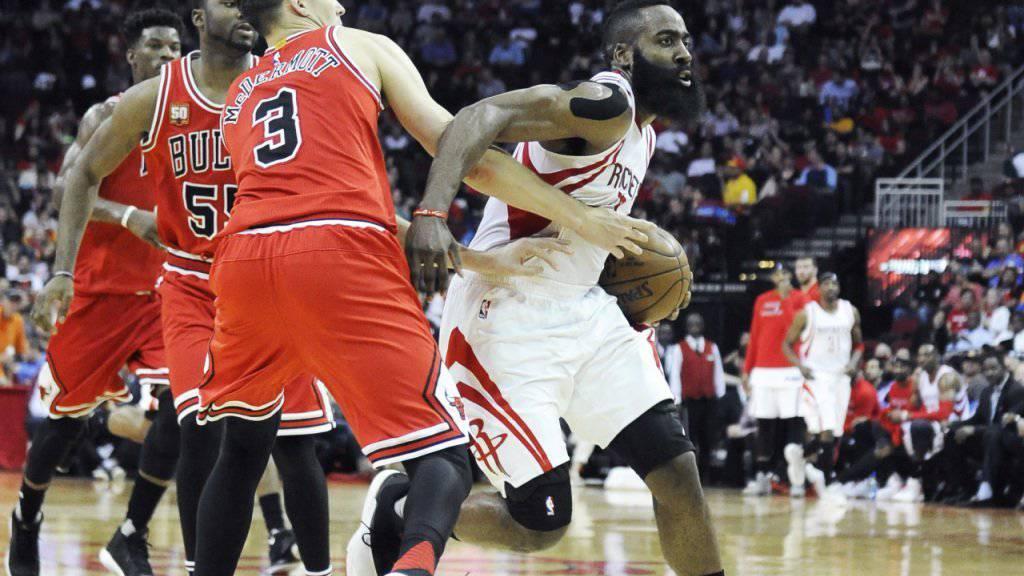 Houstons James Harden (rechts) war mit seinen 24 Punkten bei der 100:103-Heimniederlage gegen die Chicago Bulls einmal mehr bester Werfer in den Reihen der Rockets