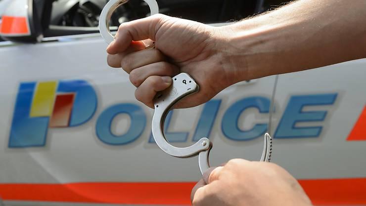Die Genfer Polizei konnte kurz nach dem Tötungsdelikt einen Tatverdächtigen festnehmen. (Symbolbild)