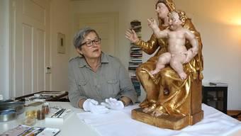 Claire Rast über die Madonna und weshalb Abnützungsspuren auch nach der Restauration noch zu sehen sein sollen.