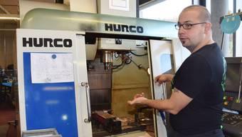 Marcello Zufferli arbeitet in der Abteilung Mechanik der Stiftung Domino in Hausen. In seiner Freizeit hat er sich als DJ Cello Bello einen Namen gemacht.