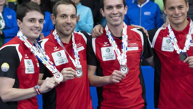 Die wackeren vier von der WM in Lethbridge (von links): Benoît Schwarz, Sven Michel, Skip Peter De Cruz, Valentin Tanner