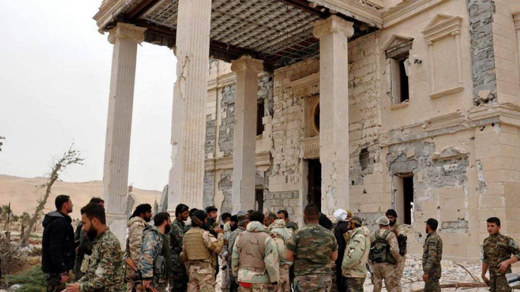 Palmyra ist nach Angaben der Armee wieder vollständig unter der Kontrolle der syrischen Truppen. Regierungstruppen haben die Oasenstadt vollständig von der Terrormiliz Islamischer Staat (IS) zurückerobert. (Archivbild)