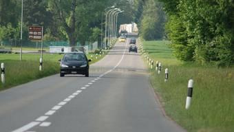 Die Aeschstrasse wird verbreitert. So will man dem Verkehrsaufkommen gerecht werden und die Sicherheit erhöhen.