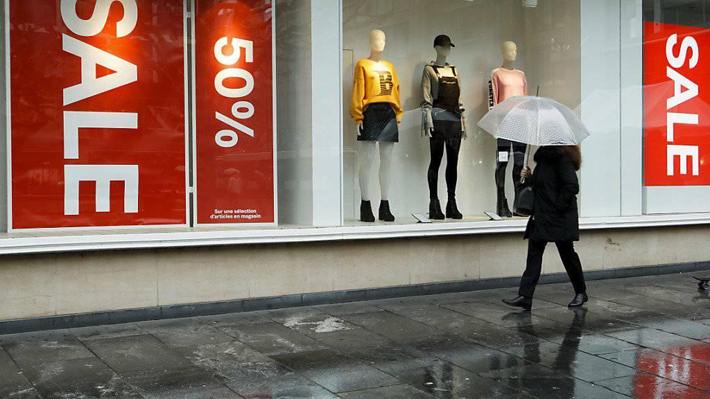 Hennes & Mauritz erleidet einen Gewinneinbruch im zweiten Quartal. (Archiv)