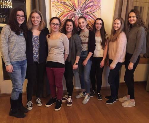 Die neuen Mitturnerinnen: Chiara, Simona, Leandra, Barbara, Jara, Corinne, Nadja und Jelena (v.l.n.r.)