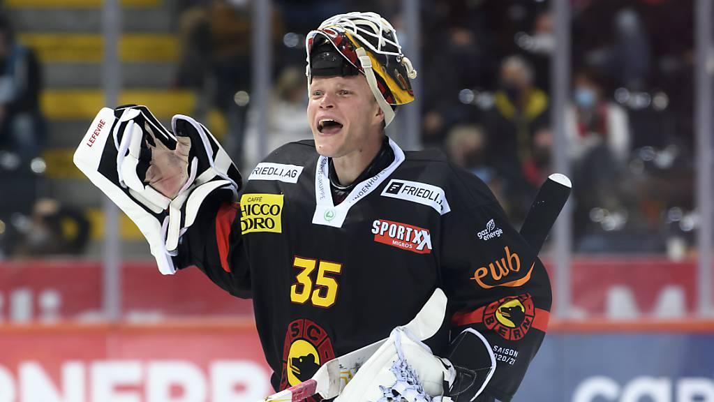 Der Berner Goalie Tomi Karhunen präsentierte sich beim Saisonauftakt in Topform