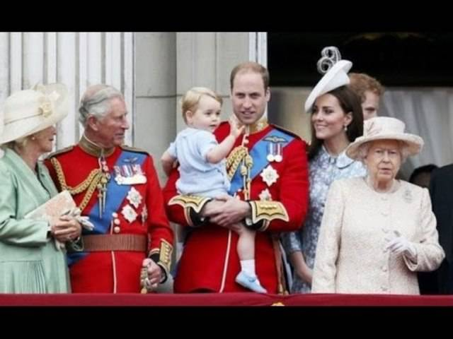Historisch: Prinz' Georges erster Auftritt auf dem königlichen Balkon vor einem Monat.