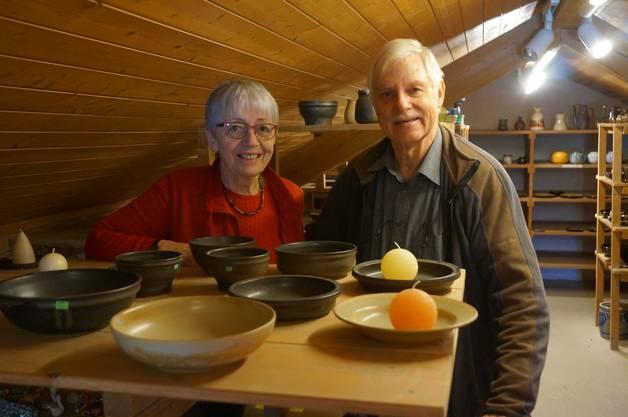 Die Meersons auf dem Estrich ihres Keramik Weiningen Ladens