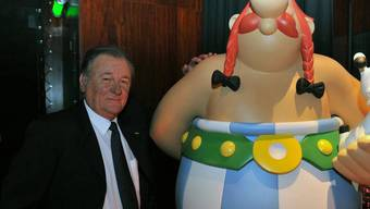 """""""Asterix""""-Zeichner Albert Uderzo (im Bild mit Obelix) hofft seiner Tochter und seinen Enkeln zuliebe auf ein besseres Frankreich. (Archivbild)"""