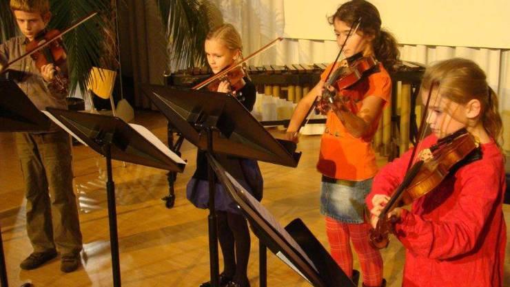 Die Musikschule betreibt eine engagierte Nachwuchsförderung, dies verdeutlicht auch das Violinenquartett der Jüngsten.
