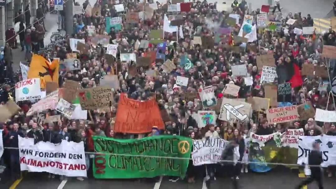 Tausende Demonstranten fordern besseren Klimaschutz