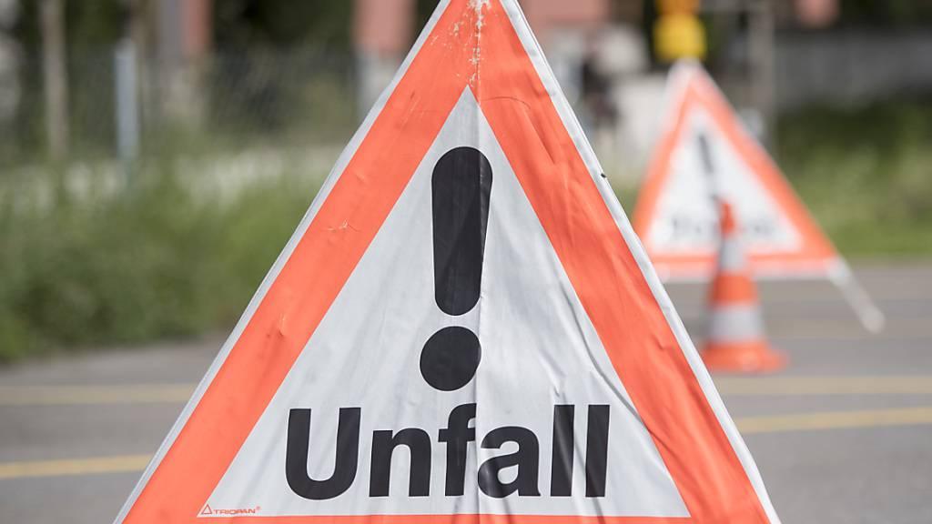 Am Sonntag ereigneten sich auf Urner Strassen zwei Unfälle mit drei Verletzten. (Symbolbild)