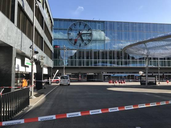 Der Bahnhofplatz sowie Teile des Bahnhofs wurden geräumt