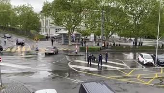 Mehrere Patrouillen gegen rund 30 Linksautonome: Das Vorgehen der Polizei wird scharf kritisiert.