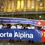 Die Bündner Regierung und das Kantonsparlament lassen beim Projekt einer Porta Alpina nicht locker (Archiv).