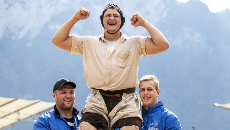 Nick Alpiger gewinnt das diesjährige 113. Innerschweizer Schwing- und Älplerfest in in Flüelen.