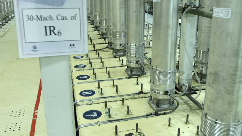 ARCHIV - Dieses von der iranischen Atomorganisation (AEOI) veröffentlichte Bild zeigt Zentrifugen in einer Urananreicherungsanlage. Foto: --/Atomic Energy Organization of Iran/AP/dpa - ACHTUNG: Nur zur redaktionellen Verwendung im Zusammenhang mit der aktuellen Berichterstattung und nur mit vollständiger Nennung des vorstehenden Credits