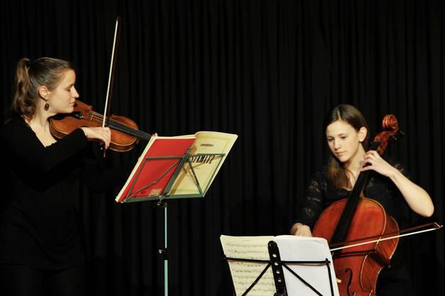 Hanna Landolt (Geige) und Julia Pfenninger (Cello) boten einen runden, gelungenen Vortrag.